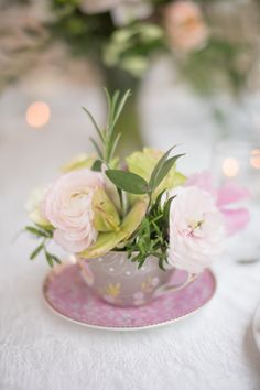 Lamber de Bie florist used a number of vintage porcelain tea cups as containers for the romantis wedding table settings.