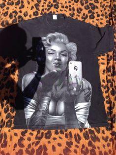 Marylin Monroe Selfie Tattoos Black T Shirt Size L