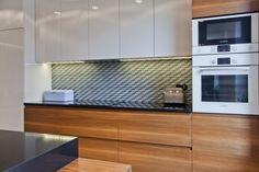 Katowice Apartment with Bright and Cozy Interior / Superpozycja Architekci Kitchen Room Design, Modern Kitchen Design, Kitchen Interior, Kitchen Decor, Modern Kitchen Cabinets, Kitchen Tops, Luxury Kitchens, Home Kitchens, Kitchen Colour Combination