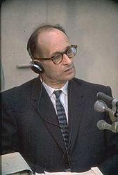 Adolf Eichmann: Während seiner Schulzeit in Linz lernte er Ernst Kaltenbrunner kennen, welcher später als Chef des Hauptamts Sicherheitspolizei und des SD sein Vorgesetzter wurde. (Kaltenbrunner war Sohn eines Rechtsanwalts und selbst Jurist.)