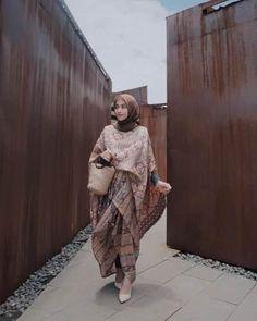Hijab Gown, Kebaya Hijab, Kebaya Dress, Kebaya Muslim, Hijab Dress Party, Kaftan Batik, Batik Kebaya, Blouse Batik, Batik Dress