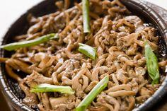Se você não resiste ao sabor marcante da comida japonesa, vem aprender como reproduzir essas iguarias em casa.