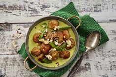 Kokeile bataattipyöryköiden kanssa tätä helppoa kookoskastiketta. Kastikkeessa maistuu vihreä curry ja sokeriherneet. 4:lle.