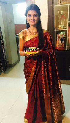 Beauty in Saree Beautiful Saree, Beautiful Indian Actress, Indian Dresses, Indian Outfits, Wedding Silk Saree, Saree Photoshoot, Saree Dress, Red Saree, Bollywood Saree