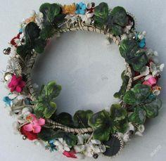 VĚNEČEK KROJ KROJE RUČNÍ PRÁCE SLOVÁCKO ??? (5760505746) - Aukro - největší obchodní portál Floral Wreath, German, Polish, Wreaths, Culture, Decor, Deutsch, Vitreous Enamel, Decoration