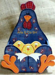 artesanato porta ovos galinha pintura country madeira mdf Wood Block Crafts, Wooden Crafts, Diy And Crafts, Chicken Crafts, Chicken Art, Chicken Painting, Painting On Wood, Chicken Pattern, Deco Paint