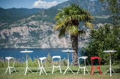Collezione Miura: tavolo e sgabello impilabili per esterno ( Miura collection: stackable table and barstool for the outdoor ) http://www.idfdesign.com/bar-tables-rounded/miura-mod-9553-01.htm [ #plankdesign #outdoor #designfurniture #designicons #idfdesign #barstool #stackabletable ]