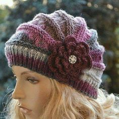 Knitted cap in flower cap / hat lovely warm autumn accessories women clothing Knit Hat Womens Strickmütze in Blumenkappe / … Clothes For Women In 20's, Chat Crochet, Free Crochet, Knitting Patterns, Crochet Patterns, Easy Knitting, Knitting Needles, Fall Accessories, Clothing Accessories