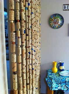 You may see wine cork curtains - I see wine cork GARLAND!save your wine corks for me!lots of garland to string for next years Christmas tree theme! If only I drank wine. The wine cork garland is a brilliant idea. Wine Craft, Wine Cork Crafts, Wine Bottle Crafts, Diy Cork, Cork Garland, Wine Cork Art, Wine Cork Projects, Diy Projects, Recycled Wine Corks