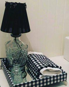 O xadrez é uma tendência mundial que está sempre em evidência ele é um grande clássico. Hoje nossa sugestão é o xadrez no banheiro todos os lugares da casa merecem nossa atenção! #luminariacomgarrafareciclada #decorarsendosustentável #decoração #designer #sustentabilidade #façaseupedido #personalizeseuambiente by sandra_vpereira http://ift.tt/1rTH6NC