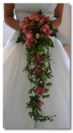 Image from http://www.marthas-vineyard-vacation-tips.com/images/December_wedding_flowers.jpg.