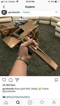 Ninja Weapons, Weapons Guns, Guns And Ammo, Armas Wallpaper, Pretty Knives, Armas Ninja, Gun Art, Custom Guns, Best Luxury Cars