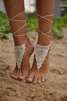 Crochet White Barefoot Sandals Nude shoes Foot jewelry perfect for Boho Weddings {affiliate} Hippie Style, Mode Hippie, Boho Style, Hippie Chic, Ibiza Style, Zalando Shoes, Style Feminin, Estilo Hippy, Crochet Barefoot Sandals