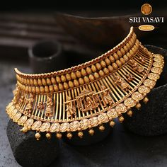 Gold Bridal Jewellery Sets, Gold Temple Jewellery, Gold Wedding Jewelry, Gold Bangles Design, Gold Earrings Designs, Necklace Designs, Short Necklace, Gold Choker Necklace, Necklace Set
