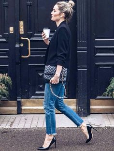 Blazer, cropped ankle jeans, black pumps and Chanel bag.