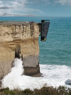 A conceptual cliff house suspended above the Australian ocean in the state of Victoria, by prefabricated architecture specialists Modscape. The entrance of the Cliff House by Modscape, Architecture Cool, Australian Architecture, Architecture Magazines, Cliff House, Ocean House, Beach House, Conceptual Design, Australian Homes, Story House