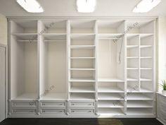 На фото: Слева от входа открытый гардеробный шкаф