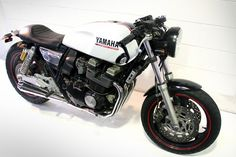 Looks like a Yamaha XS 1100 custom job. I'm all about this bike, but I like it fairly stock.