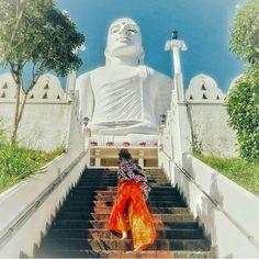 Bahirawakanda Temple @kandy - Sri Lanka. https://ift.tt/2fk5LUS . Let us arrange your next holiday in Sri Lanka. 94777854022 (WhatsAppviberimotelegramWeChat) . Photo by - @_tatyana_taty_ . #srilankatrip #srilanka #omantourism #kuwaitpic #isreal #bahrainphotography #bahraineat #saudiphoto #sauditravel #irantourist #kuwaitk #irantourism #elephants #sauditourism #kuwaity #dubaitourism #تركيا#Hadith#النصر# الهلال# السعوديه#الاتحاد#رمضان#دعاء