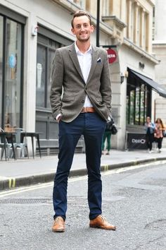 Dark blue chinos and light brown leather shoes. The belt pulls the shoe color in...perfect.