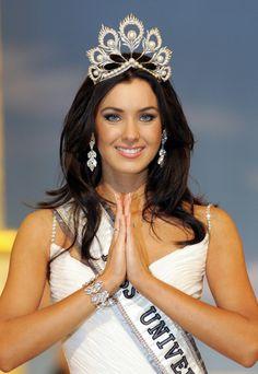 Miss Universo 2005. Natalie Glebova, Miss Canadá. PORNCHAI KITTIWONGSAKUL/AFP/GETTY