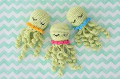 Amigurumi octopus pattern for premature babies. The tentacles are crocheted to the body, so it`s safer. Use embroidered eyes or skip them at all to keep it baby-safe! Free pattern in English, Dutch, Hungarian and Estonian. Octopus Crochet Pattern, Crochet Toys Patterns, Amigurumi Patterns, Stuffed Toys Patterns, Crochet Dolls, Knitting Patterns, Peek A Boo, Cute Crochet, Crochet Projects