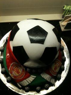Soccer cake,my very first:) Fotballkake,min aller første til min venninnes sønn:) Soccer Ball, European Football, European Soccer, Soccer, Futbol
