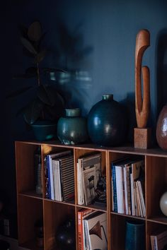 Home Tour with Anders Forup in Copenhagen - Our Food Stories Dark Blue Walls, Navy Walls, Dark Blue Color, Colour Blocking Interior, Blue Home Decor, Art Deco Home, Scandinavian Interior Design, Simple House, House Tours