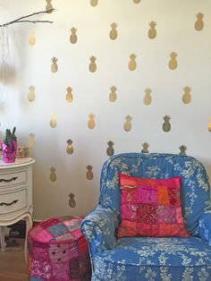 Gold pineapple wall decals—looks like pineapple wallpaper!