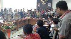 Rapat hearing DPRD Sumbawa dengan eksekutif dan sejumlah LSM di Kabupaten Sumbawa temukan jalan buntu. Rapat yang rencananya akan membahas