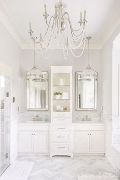 Bright White Home of Our Modern Antebellum Another fabulous home that you MUST SEE as part of my Bright White Home Series. Come visit the home of Our Modern Antebellum! Chic Bathrooms, Dream Bathrooms, Beautiful Bathrooms, Luxury Bathrooms, Bad Inspiration, Bathroom Inspiration, Master Bath Remodel, Bathroom Interior Design, Interior Modern