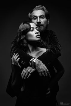 I adore this gorgeous beautiful couples black and white photography. Portrait Pictures, Portrait Poses, Couple Portraits, Studio Portraits, Beauty Photography, Couple Photography, Black And White Couples, Black And White Aesthetic, Pregnant Couple