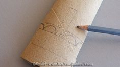 dessiner bordure Mini, Triangle, Tattoos, Egg Hunt, Baby Easter Basket, Wraps, Draw, Gifts, Tatuajes
