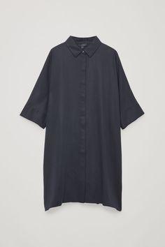 We love Scandinavian clothing brands! Labels from Northern Europe are known for their minimalistic style, casual look and feel. Chambray, Wardrobe Sale, Girls Wardrobe, Wardrobe Basics, Capsule Wardrobe, Short Sleeve Dresses, Dresses With Sleeves, Blue Dresses, Women's Dresses