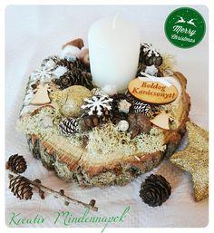 Karácsonyi asztali dekoráció fakorong dekoralva a természet színeivel és a karácsony hangulatával ❄ #karácsony #asztalidísz #kreativmindennapok
