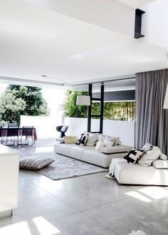 Feng Shui: Inviting good energy into your home Light Shades, Shades Of Grey, Monochrome Interior, Good Energy, Outdoor Furniture Sets, Outdoor Decor, Feng Shui, Cottage, Black And White