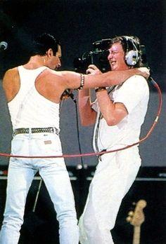 Freddie Mercury and lucky cameraman :)) Live Aid