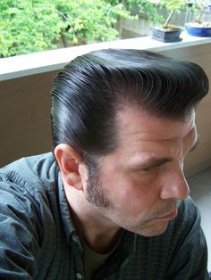 A group for men who are fascinated with men's hair, even their own! Slick Hairstyles, Classic Hairstyles, Male Hairstyles, Greaser Hair, Brylcreem, Slicked Back Hair, Pompadour, Cool Haircuts, Fascinator