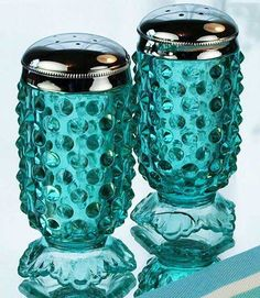 Fenton Art Glass Blue Footed Hobnail Salt Pepper Shakers - these are the coolest! Love the Aqua color Fenton Glassware, Vintage Glassware, Fenton Lamps, Shades Of Turquoise, Teal, Turquoise Color, Color Turquesa, Vintage Dishes, Carnival Glass