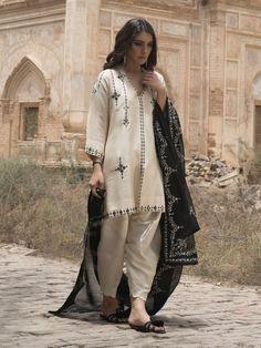 Misha Lakhani – Online Shopping in Pakistan - Black and off white three piece Pakistani silk dress by Misha Lakhani Pakistani Formal Dresses, Pakistani Fashion Casual, Pakistani Dress Design, Pakistani Outfits, Indian Outfits, Indian Fashion, Black Pakistani Dress, Pakistani Kurta, Pakistani Clothing