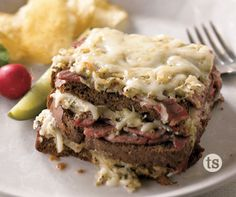 Vidalia Reuben Casserole Recipe │All the ingredients of a Reuben sandwich staked and baked together as a delicious casserole. Reuben Casserole, Casserole Recipes, Crockpot Recipes, Easy Freezer Meals, Simple Meals, Now Eat This, Tastefully Simple Recipes, Reuben Sandwich, Dinner Ideas