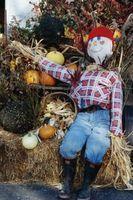 How to Make a Sitting Scarecrow thumbnail
