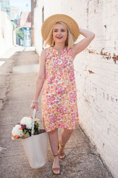 Cathy from @poorlilitgirl braves the summer heat in her J.Jill linen empire-waist print dress and her J.Jill Born stephane sandals.