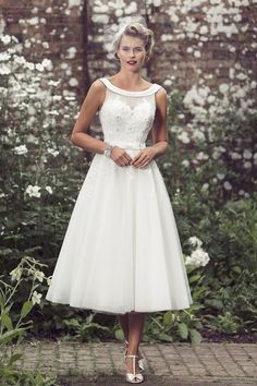 Tea Length Layered Tulle Lace Bodice A-line Sleeveless Wedding Dress