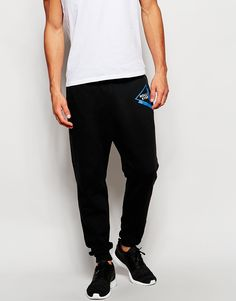 """Joggers by Hollister Soft-touch sweat Drawstring waistband Logo print Side slant pockets Ribbed cuffs Tapered fit Machine wash 60% Cotton, 40% Polyester Our model wears a size Medium and is 188cm/6'2"""" tall"""