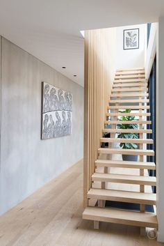 Popular Modern Staircase Design Ideas For Modern Homes 08 Wooden Staircase Design, Timber Staircase, Wooden Staircases, Stair Railing, Staircase Ideas, Staircase Remodel, Open Staircase, Staircase Makeover, House Stairs