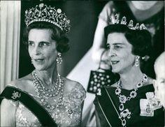 La princesse Olga et sa sœur la princesse Marina de Grèce, filles du prince Nicolas de Grèce et de la grande-duchesse Elena de Russie, furent deux des princesses les plus élégantes et raffinées du Gotha. La princesse Olga épousa le prince Paul de Yougoslavie et la princesse Marina épousa le duc de Kent, fils du roi George V. …