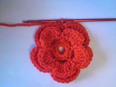 Silles hantverk: Virkad blomma Crochet Earrings, Crochet Ideas, Crocheting, Madrid, Jewelry, Crochet Flowers, Crochet, Jewlery, Jewerly