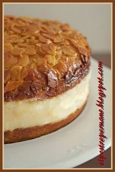 UN DELICIOSO POSTRE ALEMÁN BIENENSTICH : POSTRES DEL PERU Y DEL MUNDO Sweet Recipes, Cake Recipes, Dessert Recipes, Bolo Fit, German Desserts, Gateaux Cake, Pan Dulce, Flan, Cakes And More