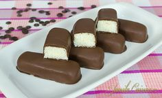 How to make Bounty Chocolate Bars Bounty Chocolate, Love Chocolate, Chocolate Bars, Romanian Food, Romanian Recipes, Good Food, Yummy Food, Party Platters, Dessert Drinks